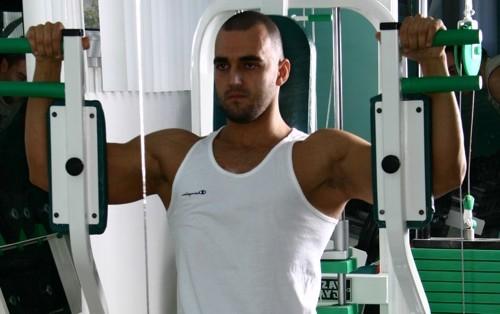 antrenament piept biceps
