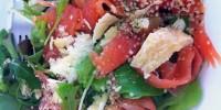 Imaginea articolului: Salata cu somon si seminte de canepa