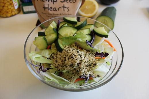 Imaginea articolului: Salata cu seminte de canepa si castraveti
